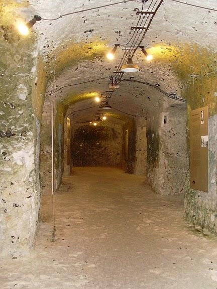 Замок Ла Рош-Гюйон (La Roche-Guyon) 16726