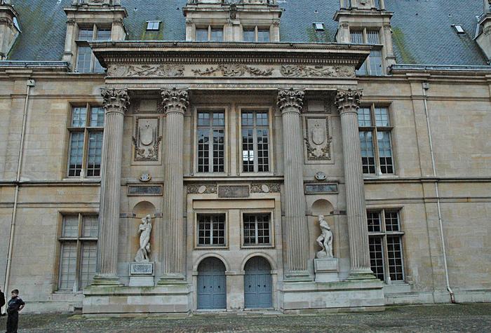 Замок Экуан он же музей Ренессанса 37874