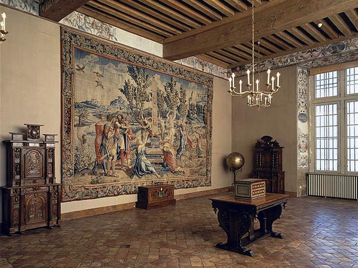 Замок Экуан он же музей Ренессанса 55204