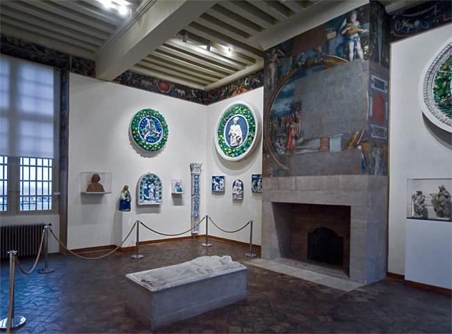 Замок Экуан он же музей Ренессанса 70331