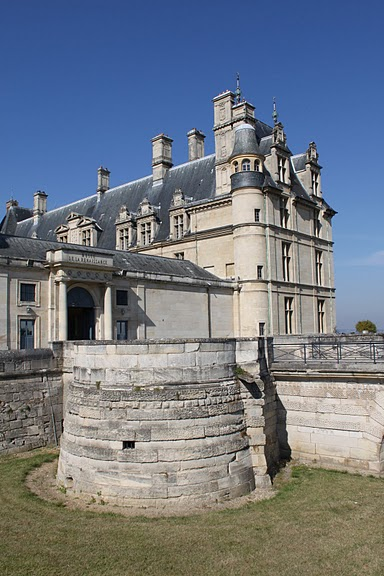 Замок Экуан он же музей Ренессанса 24616