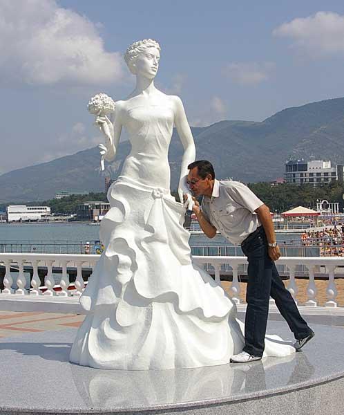 Белая невеста памятник в геленджике