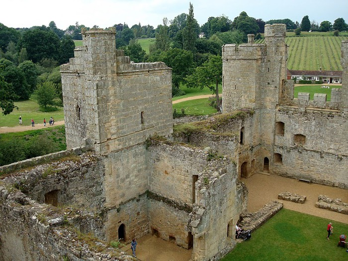 Замок Бодиам (Bodiam) - Графство Сассекс 87071