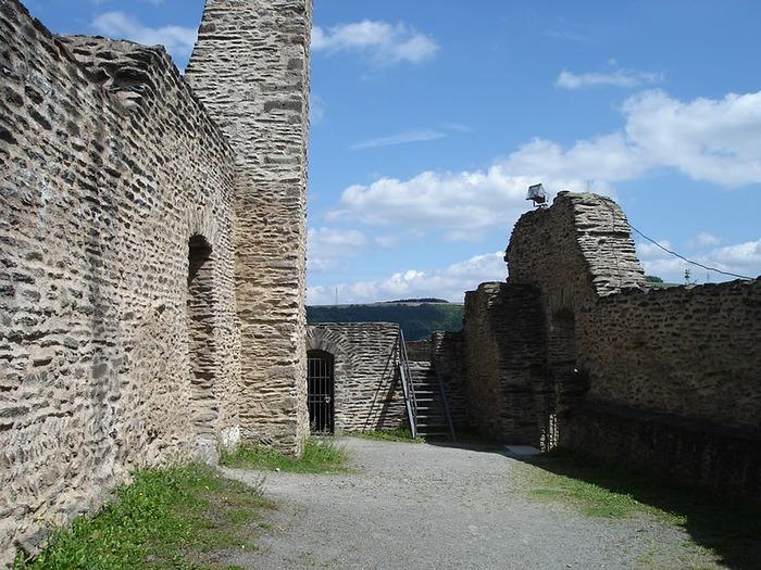 Le chateau de Bourscheid - ЗАМОК Буршейд 61650