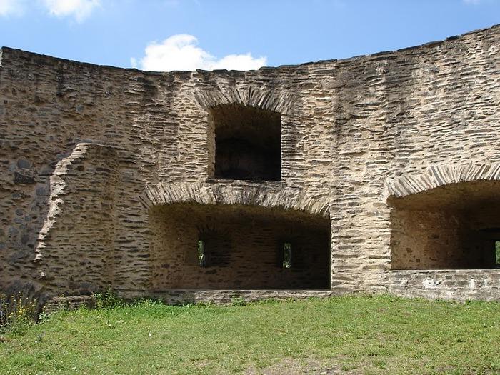 Le chateau de Bourscheid - ЗАМОК Буршейд 94603