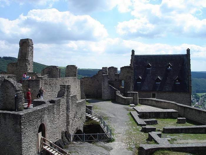 Le chateau de Bourscheid - ЗАМОК Буршейд 76053
