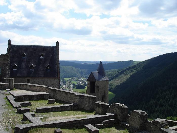 Le chateau de Bourscheid - ЗАМОК Буршейд 22920