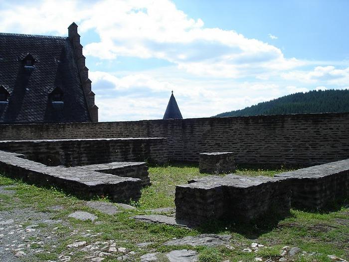 Le chateau de Bourscheid - ЗАМОК Буршейд 46346