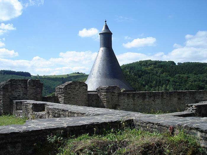 Le chateau de Bourscheid - ЗАМОК Буршейд 70201