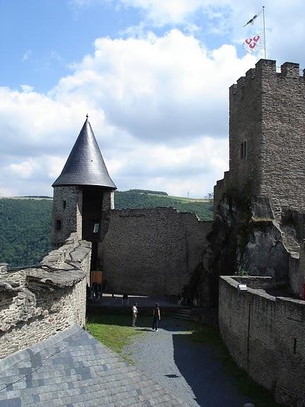 Le chateau de Bourscheid - ЗАМОК Буршейд 72739