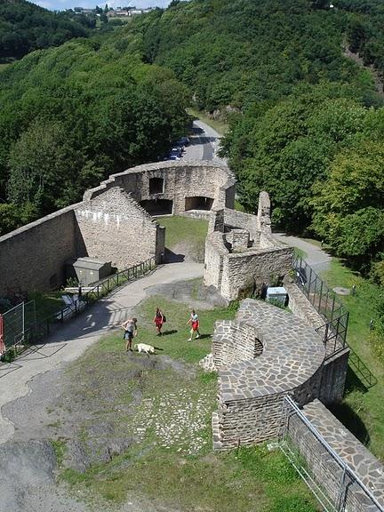 Le chateau de Bourscheid - ЗАМОК Буршейд 98478