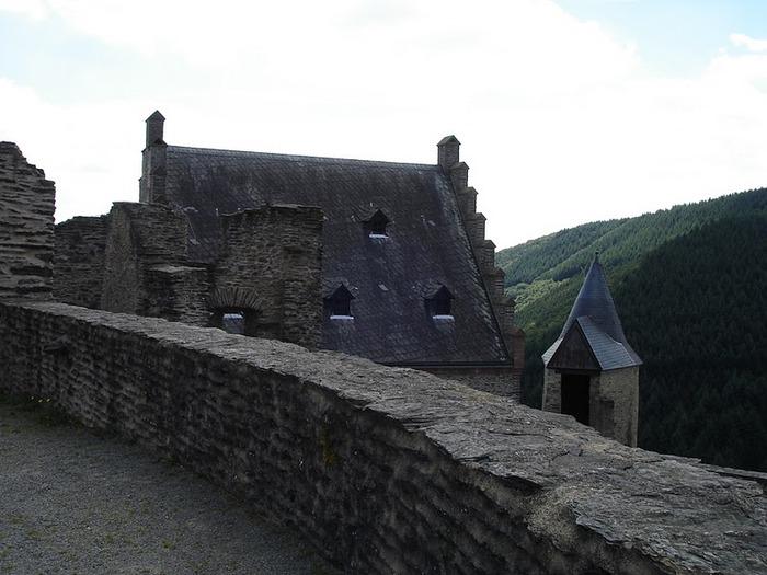 Le chateau de Bourscheid - ЗАМОК Буршейд 75934