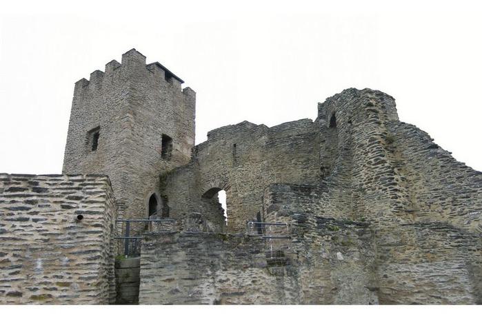 Le chateau de Bourscheid - ЗАМОК Буршейд 78768