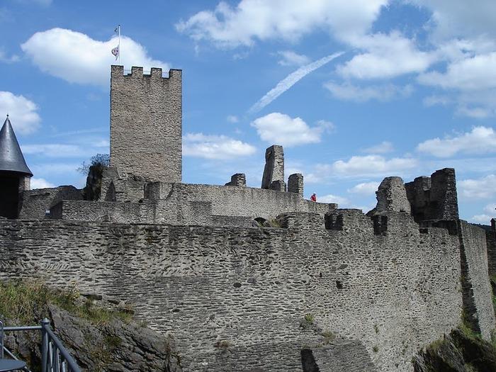 Le chateau de Bourscheid - ЗАМОК Буршейд 56988