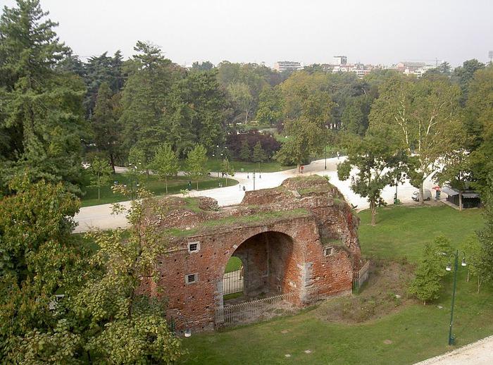 Замок Сфорца (Castello Sforzesco) 24583