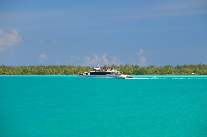 Остров Бора-Бора - жемчужина Тихого океана с перламутровой лагуной 76312