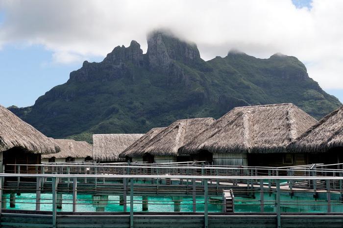 Остров Бора-Бора - жемчужина Тихого океана с перламутровой лагуной 81714