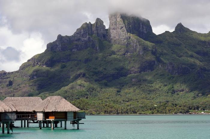 Остров Бора-Бора - жемчужина Тихого океана с перламутровой лагуной 15060
