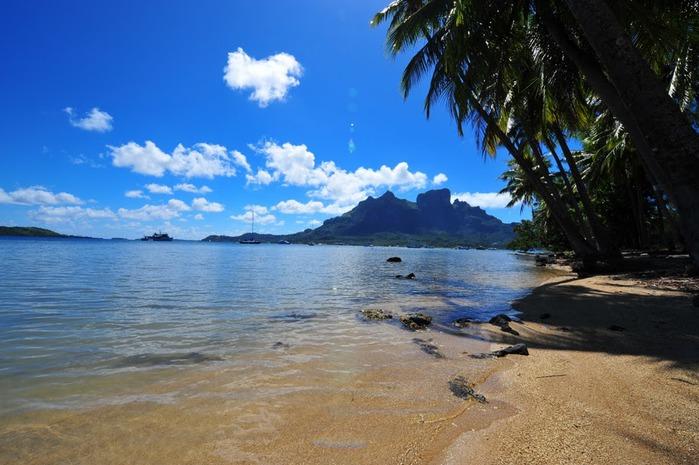 Остров Бора-Бора - жемчужина Тихого океана с перламутровой лагуной 12816