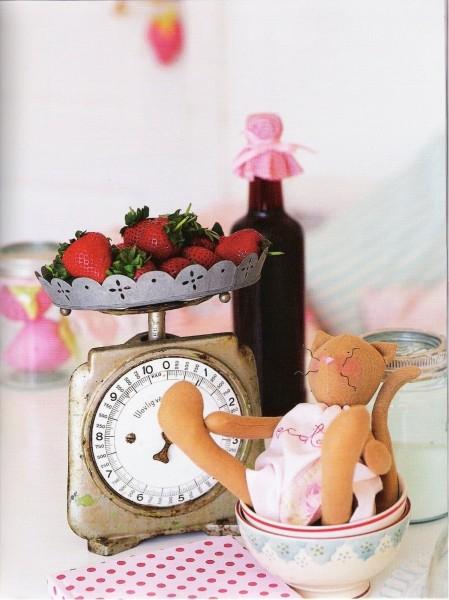 Примитивные игрушки с выкройками. 61207649_1278394171_La_Maison_de_Tilda_18