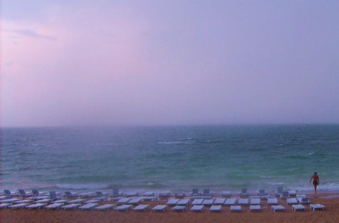 море пасмурно, пустое море