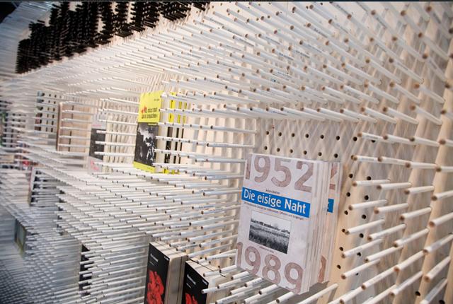 Невероятный стенд из 15000 карандашей