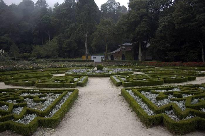 Дворец удовольствий в окружении леса Буссакo 76047