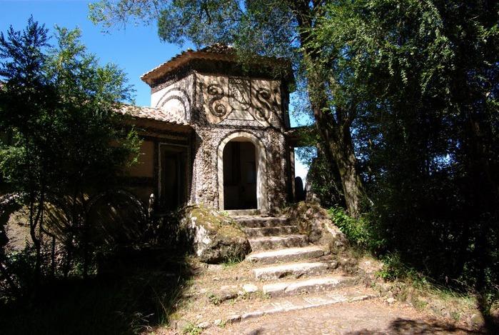 Дворец удовольствий в окружении леса Буссакo 22621