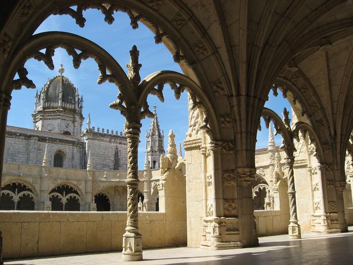 Монастырь Жеронимуш - жемчужина Португалии . 18299