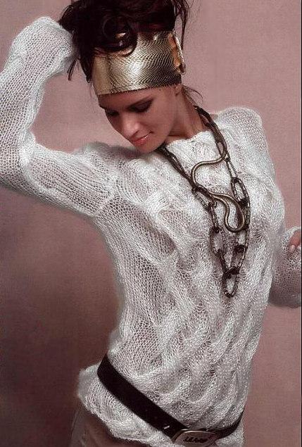 Белый пуловер плетеным узором1 (429x635, 86 Kb)