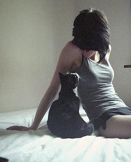 фото девушек брюнеток вид со спины с короткими волосами