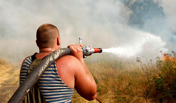 мчс предлагает гражданам бороться с огнем самим