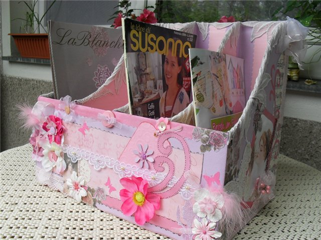 holding magazines tutorial: recycling cartons