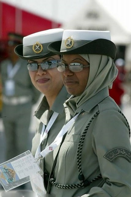 women_in_uniform_04