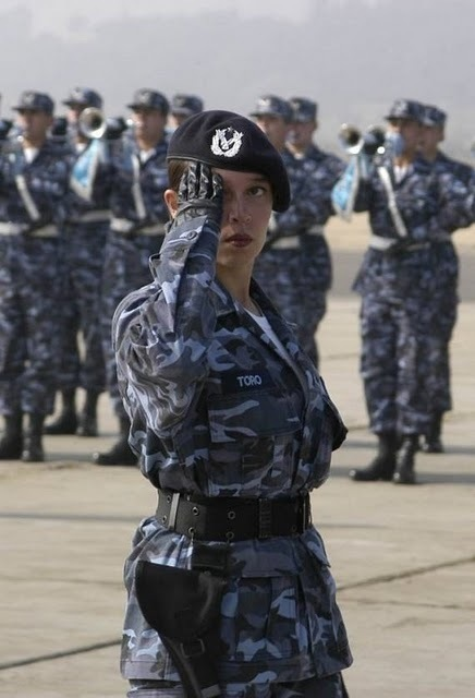 women_in_uniform_08