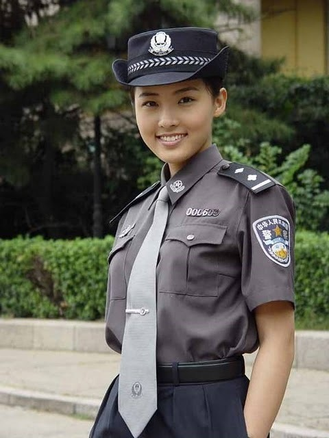 women_in_uniform_09