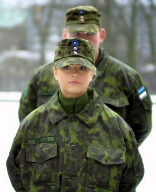 women_in_uniform_12