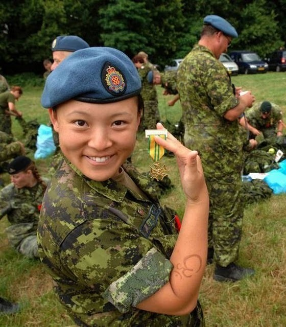 women_in_uniform_17