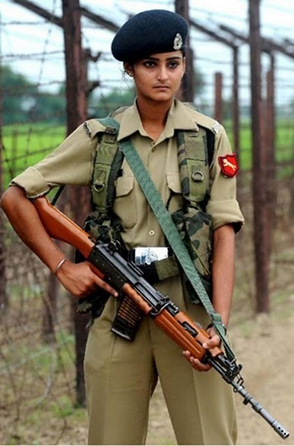 women_in_uniform_18