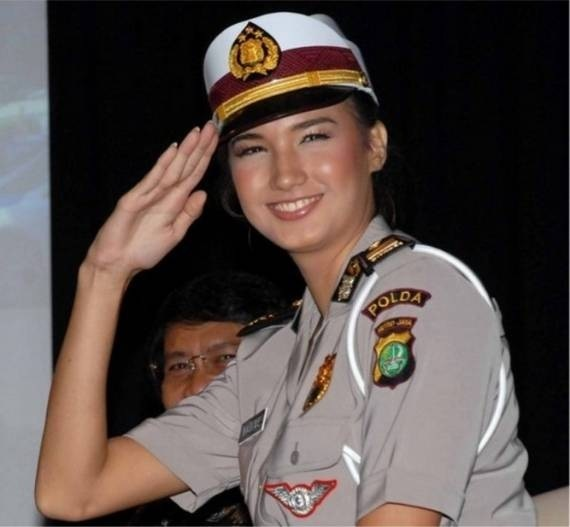 women_in_uniform_19