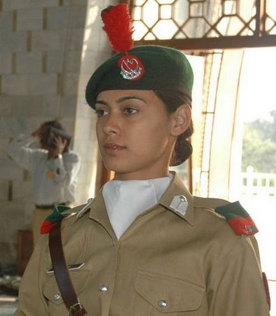 women_in_uniform_31