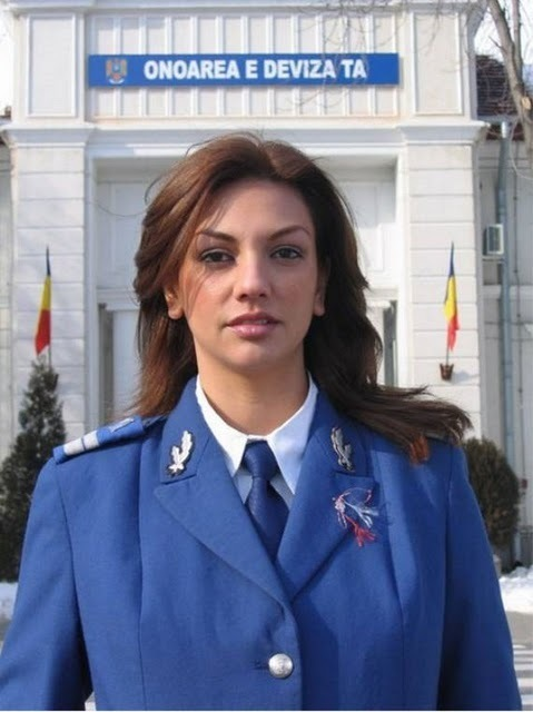 women_in_uniform_35