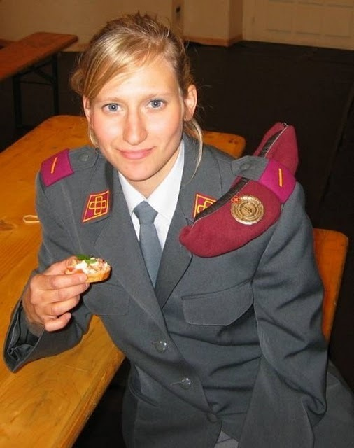 women_in_uniform_40