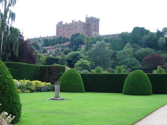 Замок Powis Castle, графство Поуис. 89030