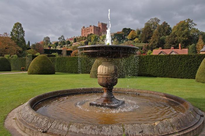 Замок Powis Castle, графство Поуис. 33370