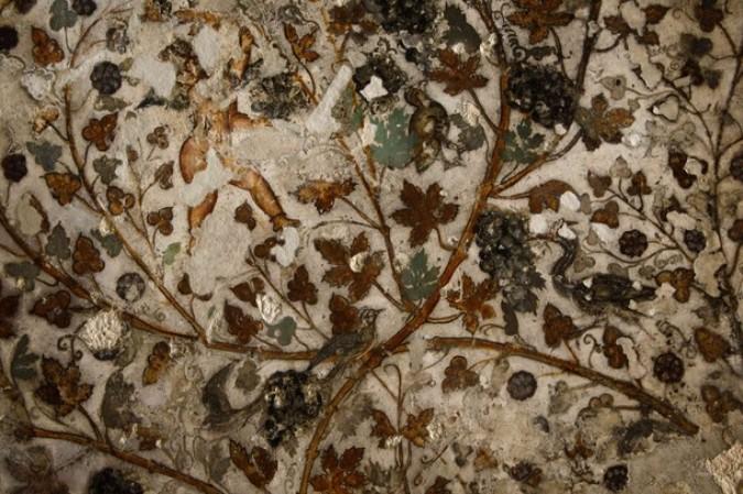 """2000-летний эллинистический стиль настенной росписи в пещерном комплексе, прозванном """"Маленьким Петрой"""", на Siq аль-Барид в Бейдха (Beidha), около 5 км от города Петра в южной Иордании, 30 августа 2010."""