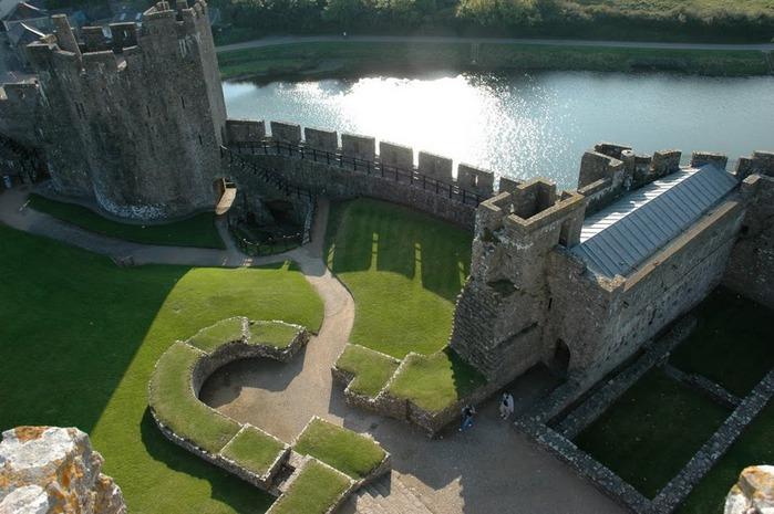 Замок Пембрук в Уэльсе 67900
