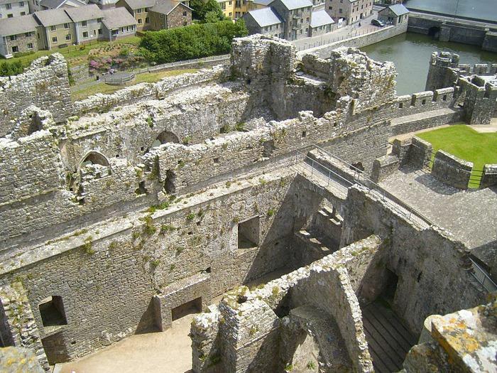 Замок Пембрук в Уэльсе 31327
