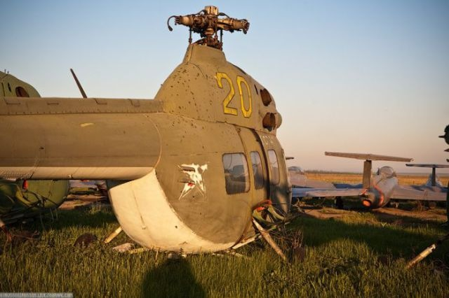 заброшенный аэродром в крыму 05