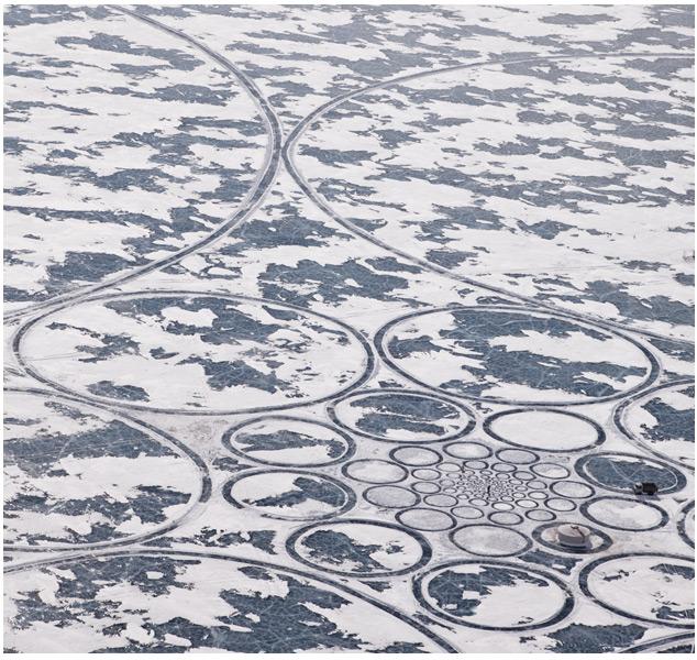 Jim Denevan хулиганит - оставляет в сибири круги на снегу